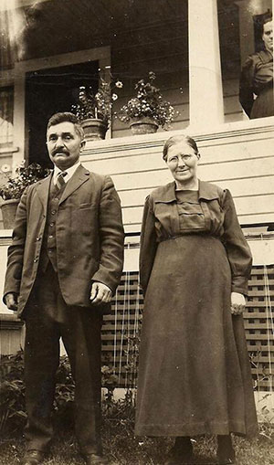 Anna Elizabeth (Alice) Deering with her husband John Rennich in July 1923. Photograph courtesy of Karen Drier Esayian.