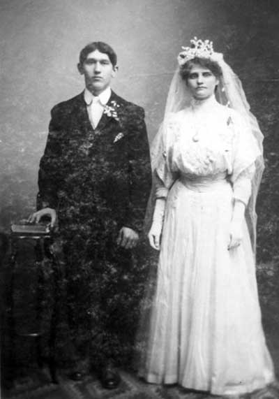 The marriage of George Conrad Scheidemann and Margaret Schlitt in 1908.