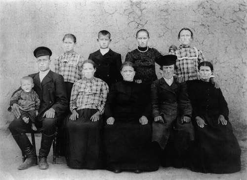 Conrad and Catharina Weber Family about 1909